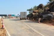 Via lateral da BR-101 Sul é liberada em meia pista no km 316