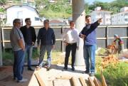 Deputado Comin visita obras do novo CRAS de Biguaçu