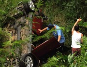 Veículo de Criciúma tomba no Rio Sanga Funda neste domingo