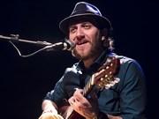 John Mueller faz show de músicas inéditas no Teatro Carlos Gomes
