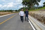 Nova pavimentação do acesso à barragem recebe sinalização