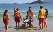 Guarda-vidas realizam desejo de pessoas com deficiência