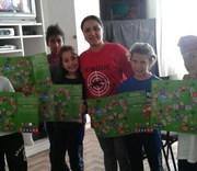 Jogos educativos sobre dengue são entregues a estudantes