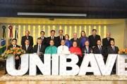 Dirigentes tomam posse na nova gestão do Unibave