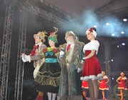 Espetáculo marca chegada do Papai Noel no Farol Shopping