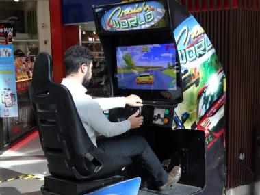 Campeonato de games entre pais e filhos é atração no Criciúma Shopping