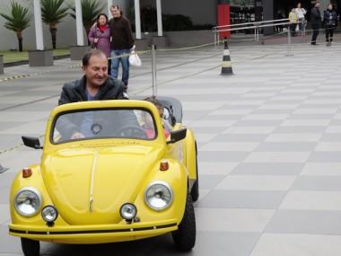 Mini Fuscas promovem encontro de gerações no Criciúma Shopping