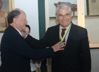 Eduardo Moreira recebe reconhecimento de sua terra natal