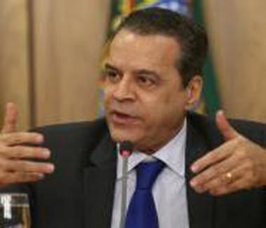 Henrique Eduardo Alves usou assessores para ocultar bens, diz PF