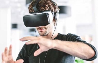 Cursos com uso de realidade virtual acontecem em Criciúma