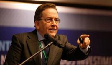 Presidente do BNDES alerta que devolução de R$180 bi diminui tamanho do banco