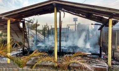 Incêndio destrói residência de madeira em Arroio do Silva