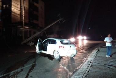 Automóvel interrompe fornecimento de energia elétrica