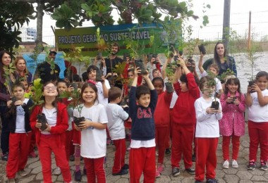 Escola Quintino Rizzieri inaugura horta em parceria com a Farben