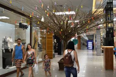 Osterbaum, a árvore de Páscoa é atração no Shopping Della