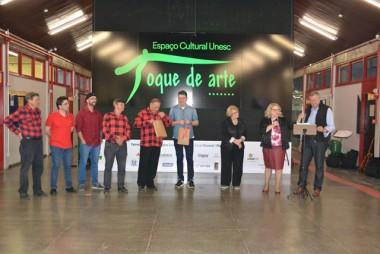 Obras expostas no hall do Bloco Administrativo são de autoria do artista Wagner da Silva