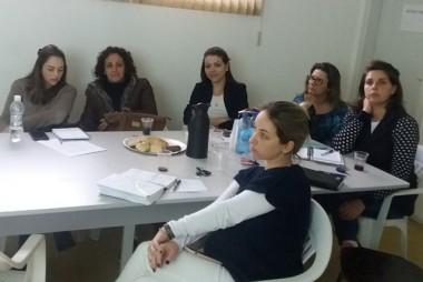 Enfermeiras de Siderópolis passam por capacitação sobre coletas de preventivo