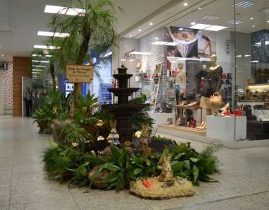 Oficinas de Slime anima Páscoa no Shopping Della