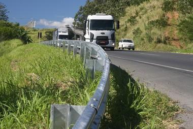 DNIT/SC instala sinalização horizontal em pistas da Ponte Anita Garibaldi
