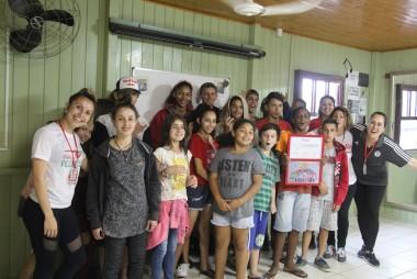 """Adolescente do SCFV Vida Nova recebe premiação do concurso de ilustração do projeto """"Cidadão do Bairro"""""""