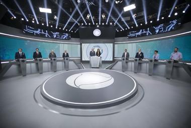 Record TV realiza debate com candidatos à Presidência da República