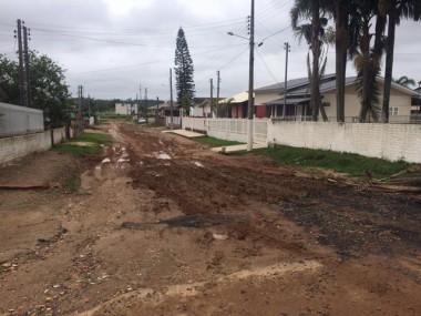 Moradora reclama que rua de Vila Nova está intransitável