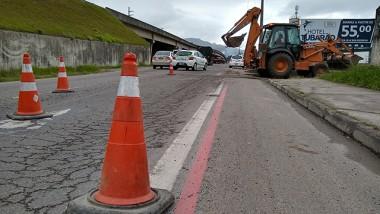 O Departamento Nacional de Infraestrutura de Transportes (DNIT/SC) vai começar na quinta-feira, 13, trabalhos de recomposição do pavimento com aplicação de microrrevestimento asfáltico sobre as pistas da Ponte Ani