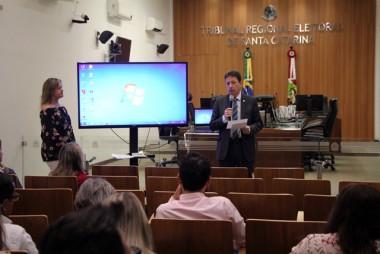 TRE-SC recebe primeira prestação de contas das Eleições 2018