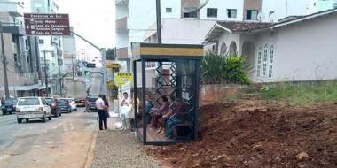 Novo padrão para abrigos de passageiros é testado na Rua Sete de Setembro