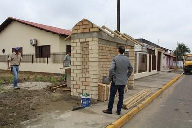 Em fase final construção de novos abrigos de paradas de ônibus em Maracajá
