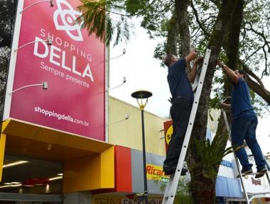 Shopping Della e Famcri plantam orquídeas na Nereu Ramos