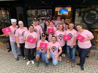 Hamburgueria de Blumenau (SC) usa 5 mil caixas cor de rosa e contribui com a Rede Feminina de Combate ao Câncer