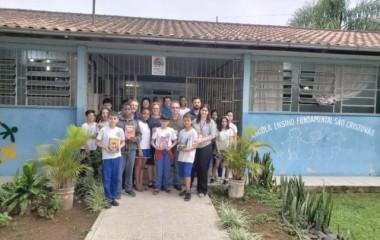 Alunos da Esucri doam mais de 900 livros infantis