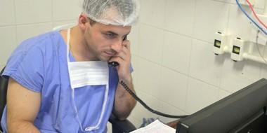 Guardiões da vida, médicos relatam amor a profissão