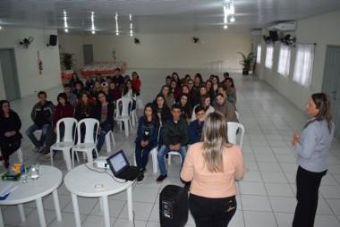Cras de Jacinto Machado oferece palestra para jovens que querem ingressar no mercado de trabalho