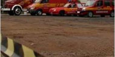 Veículo com seis pessoas tomba na Via Rápida