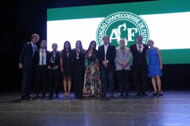 Destaques do Troféu Gustavo Kuerten são homenageados