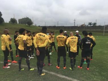 Tigre realiza treino antes da viajem pra Belém