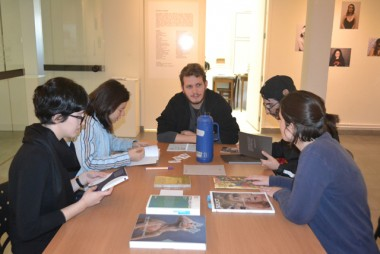 Projeto de estudantes da Unesc convida a falar sobre arte