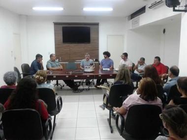 Reunião para debater sobre o projeto de Lei que aumenta contribuições