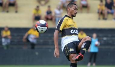 Alex Maranhão renova contrato com o Tigre