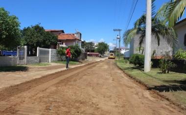 Três ruas do Bairro Vila Nova recebem melhorias