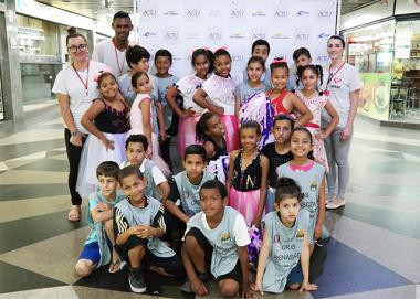 Crianças e adolescentes do SCFV CRAS Renascer se apresentam no Terminal Central