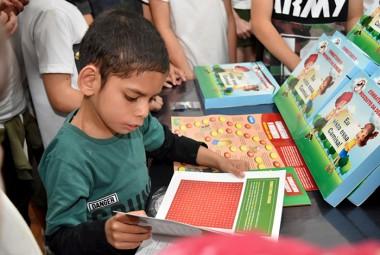 Siderópolis entrega material educativo sobre dengue para escolas