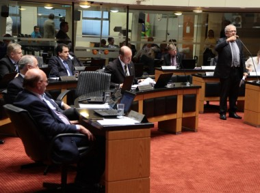 PEC garante recursos do orçamento para emendas dos deputados