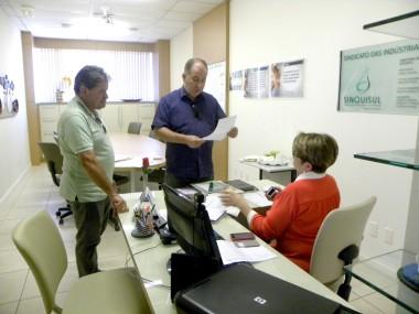 "Químicos de Criciúma e região decretam ""Estado de Greve"""