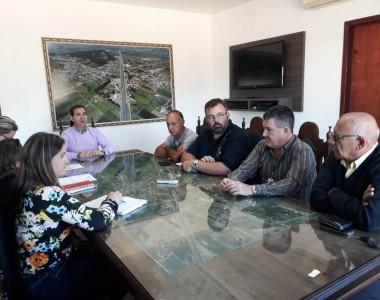 Mobilização de caminhoneiros restringe serviços públicos em Maracajá