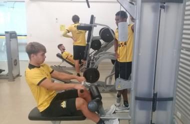 Atividade física intensa na academia e no gramado