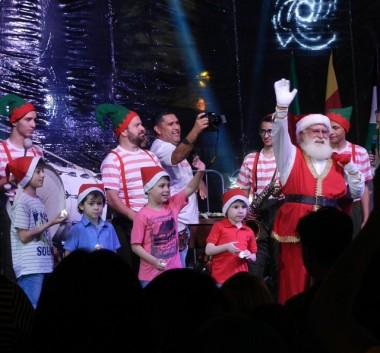 Noite de celebração, luzes e magia de Natal na Praça Nereu Ramos