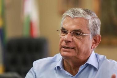 Governador Eduardo Pinho Moreira critica projeto